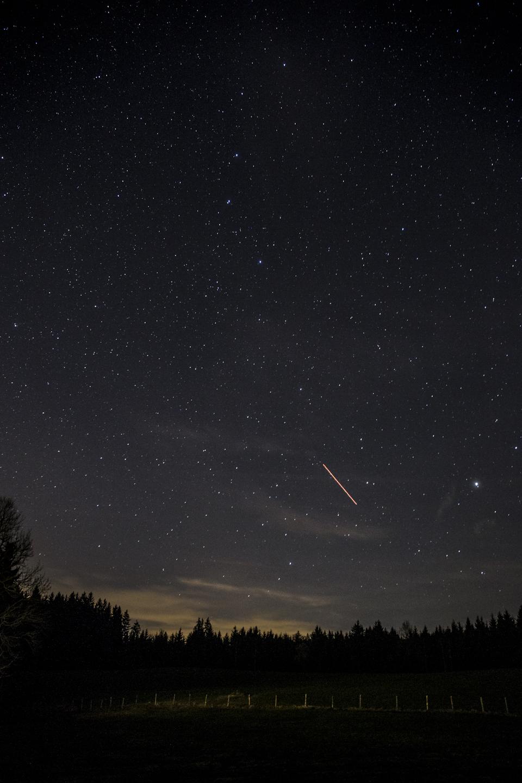 nachthimmel flugzeug
