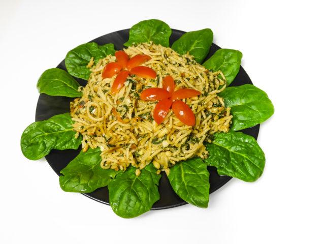 Nudel Gericht mit spinat