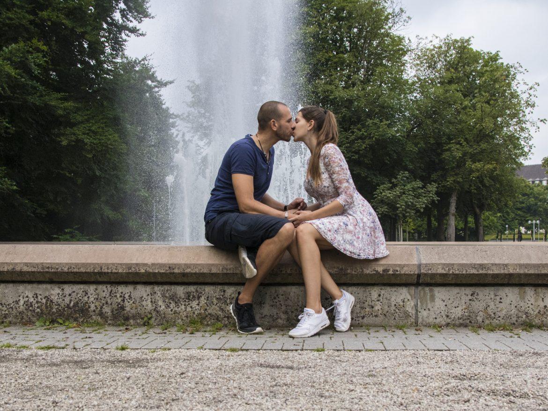 sich küssendes pärchen
